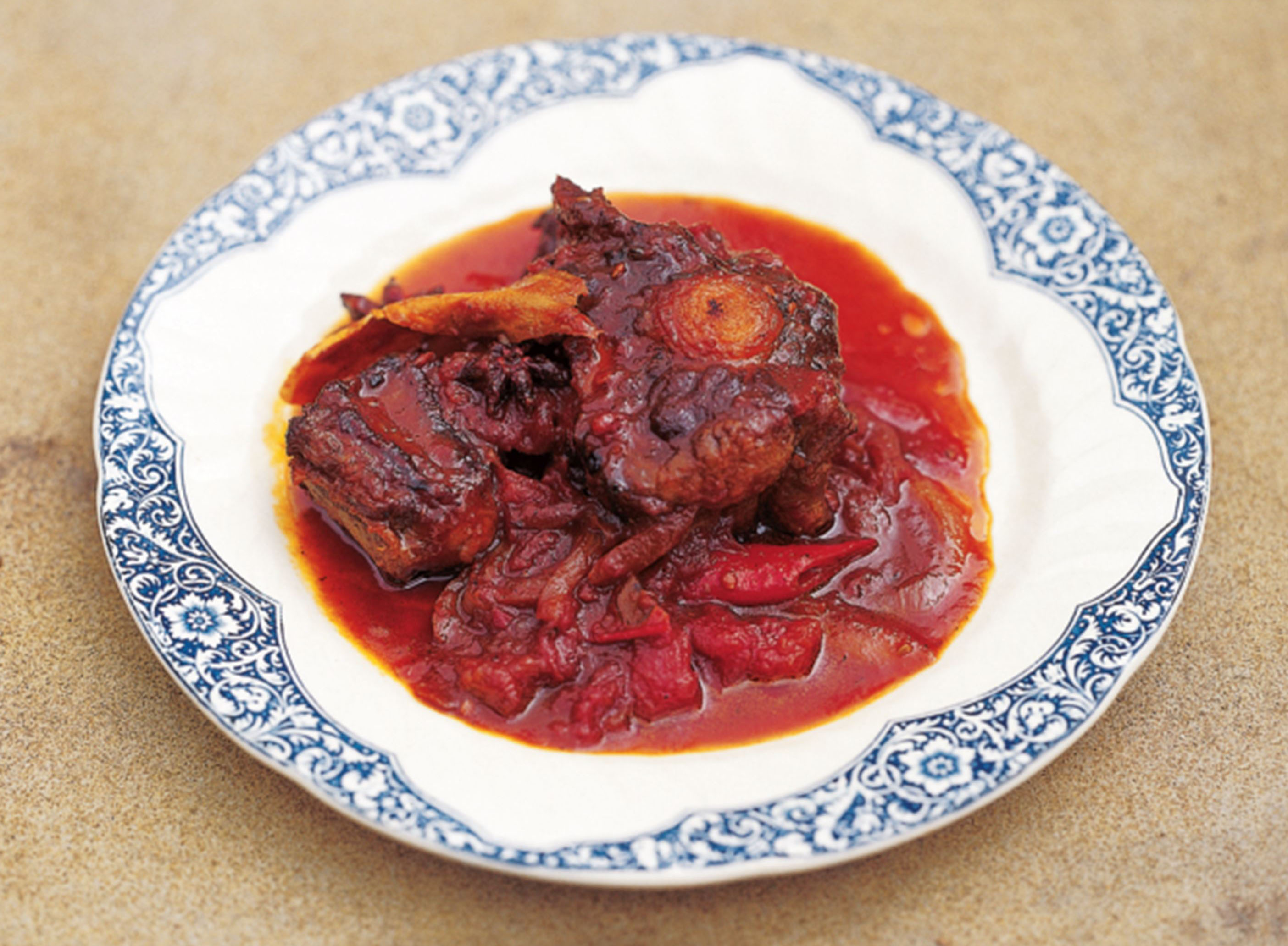 Braised oxtail with ginger, five spice and garlic