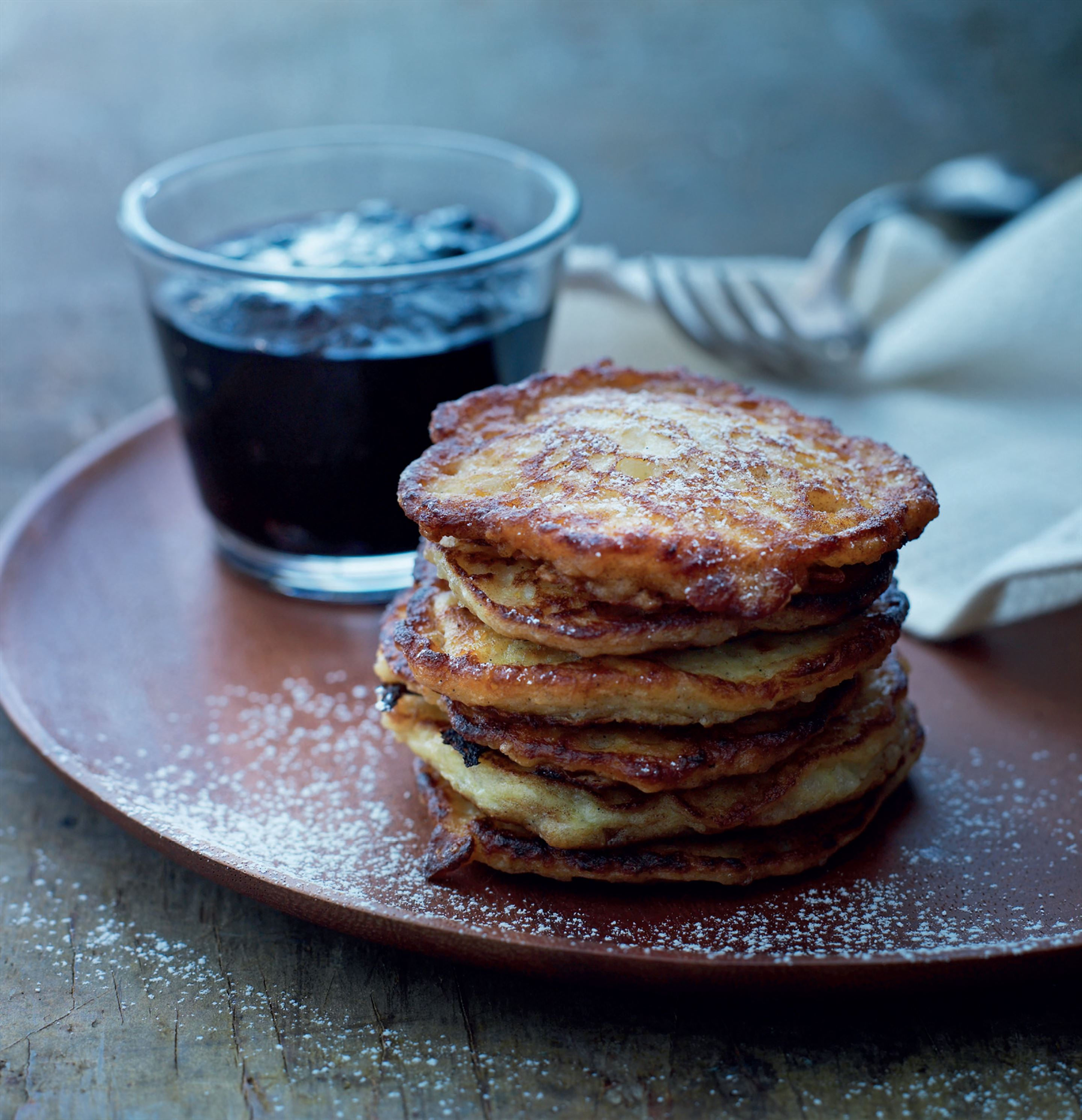 Sweet rice pancakes with blueberry compote