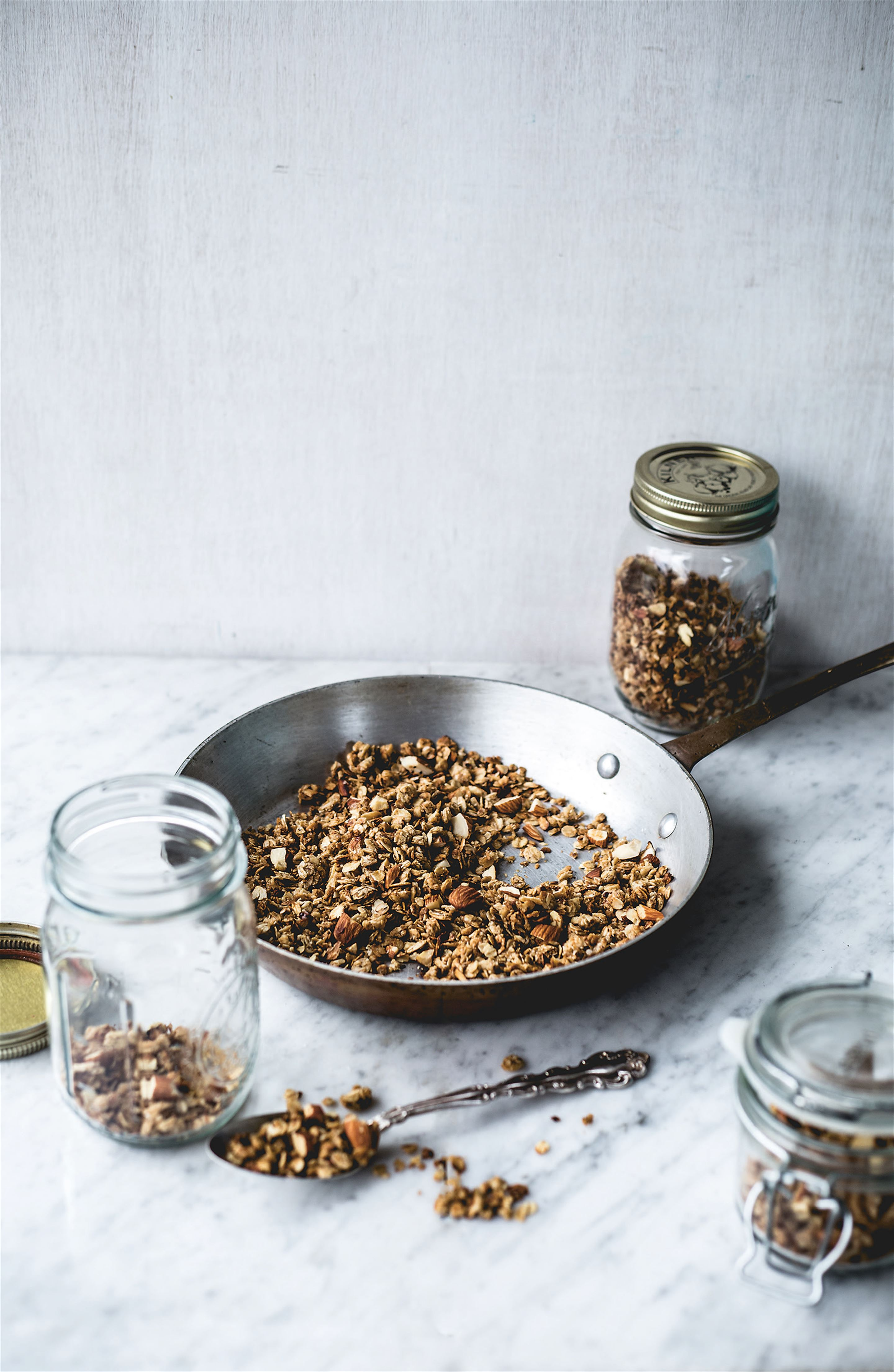 10-minute almond granola