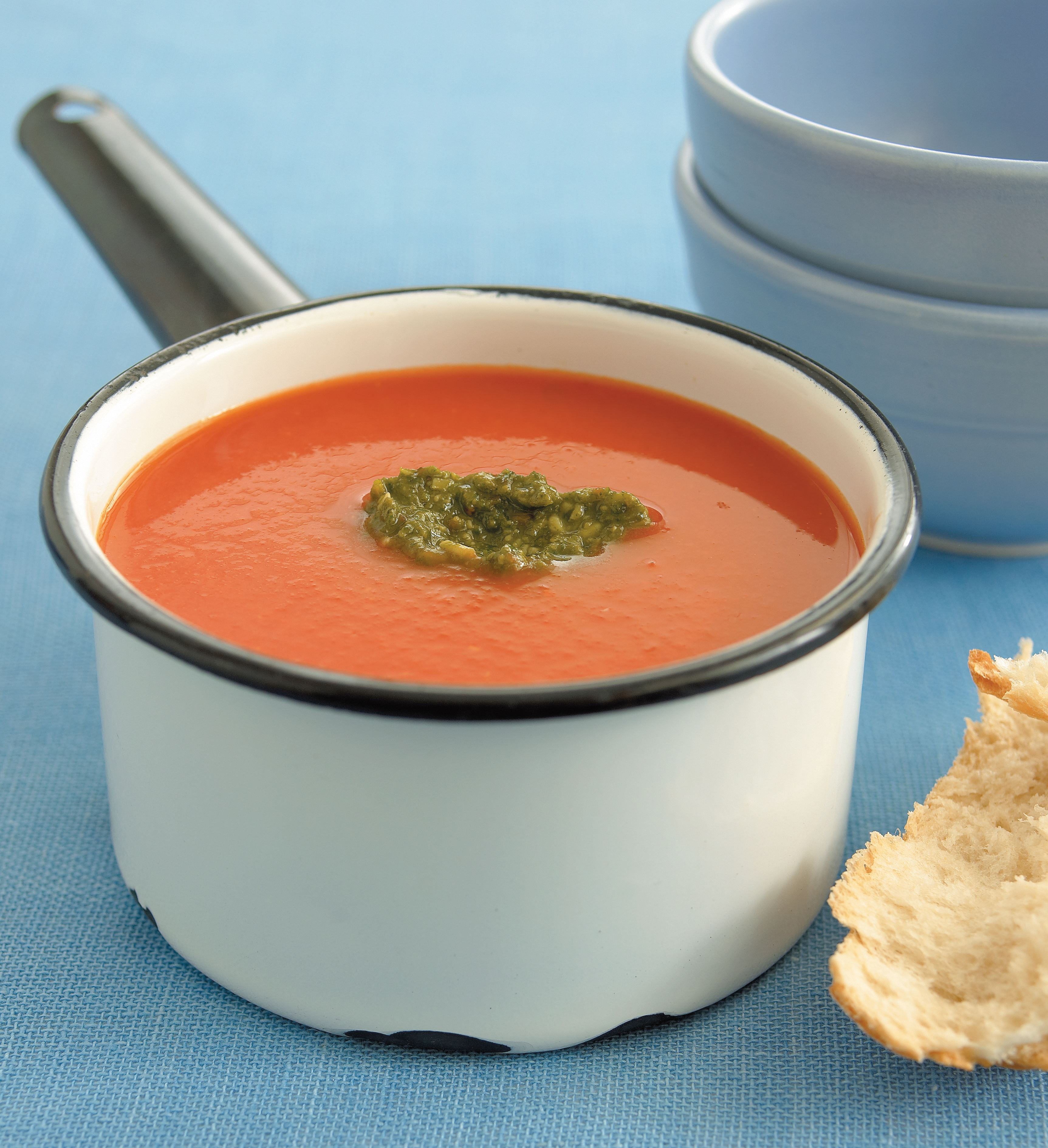 Roasted tomato and capsicum soup with pesto