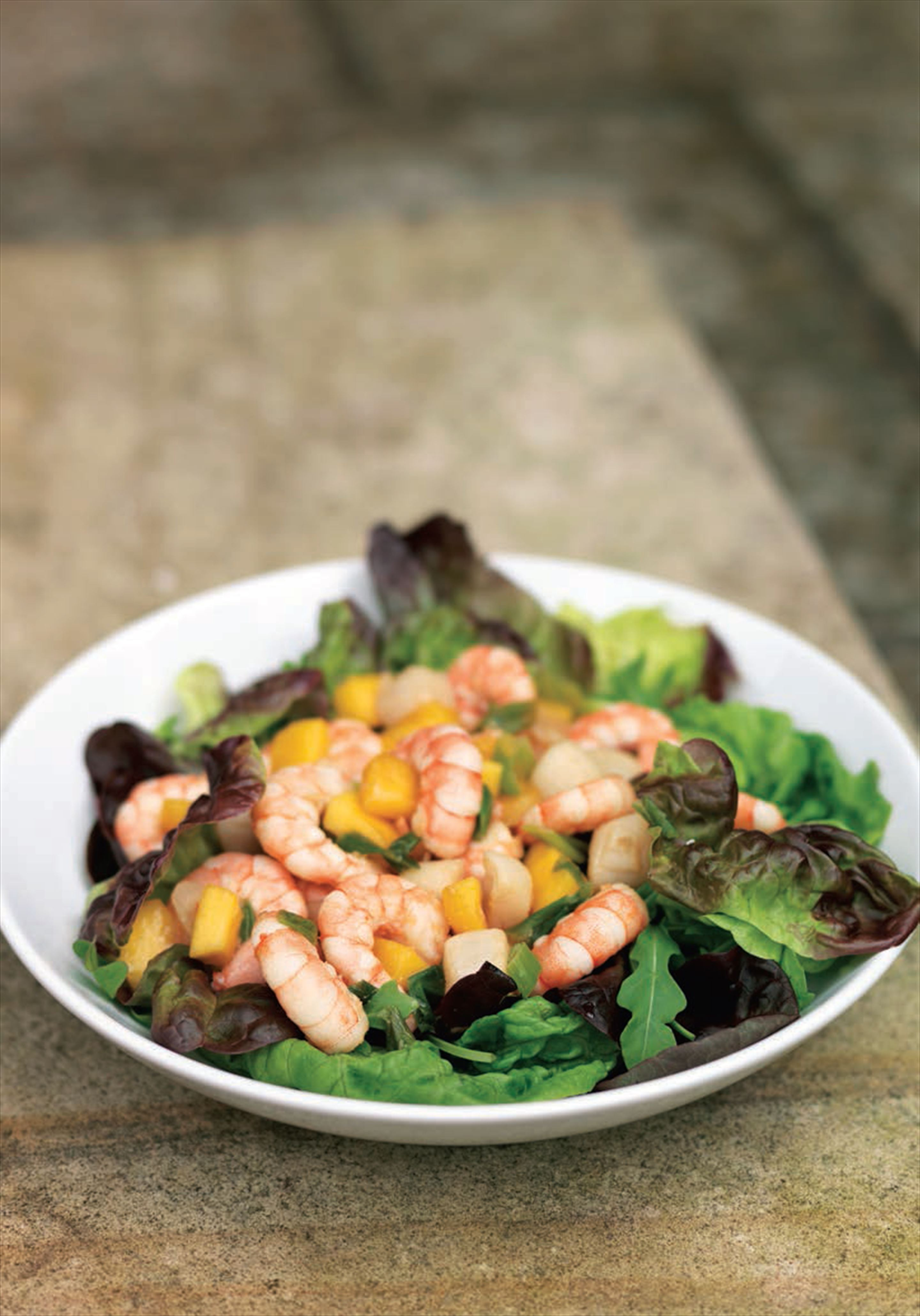 Thai-spiced scallop and prawn salad