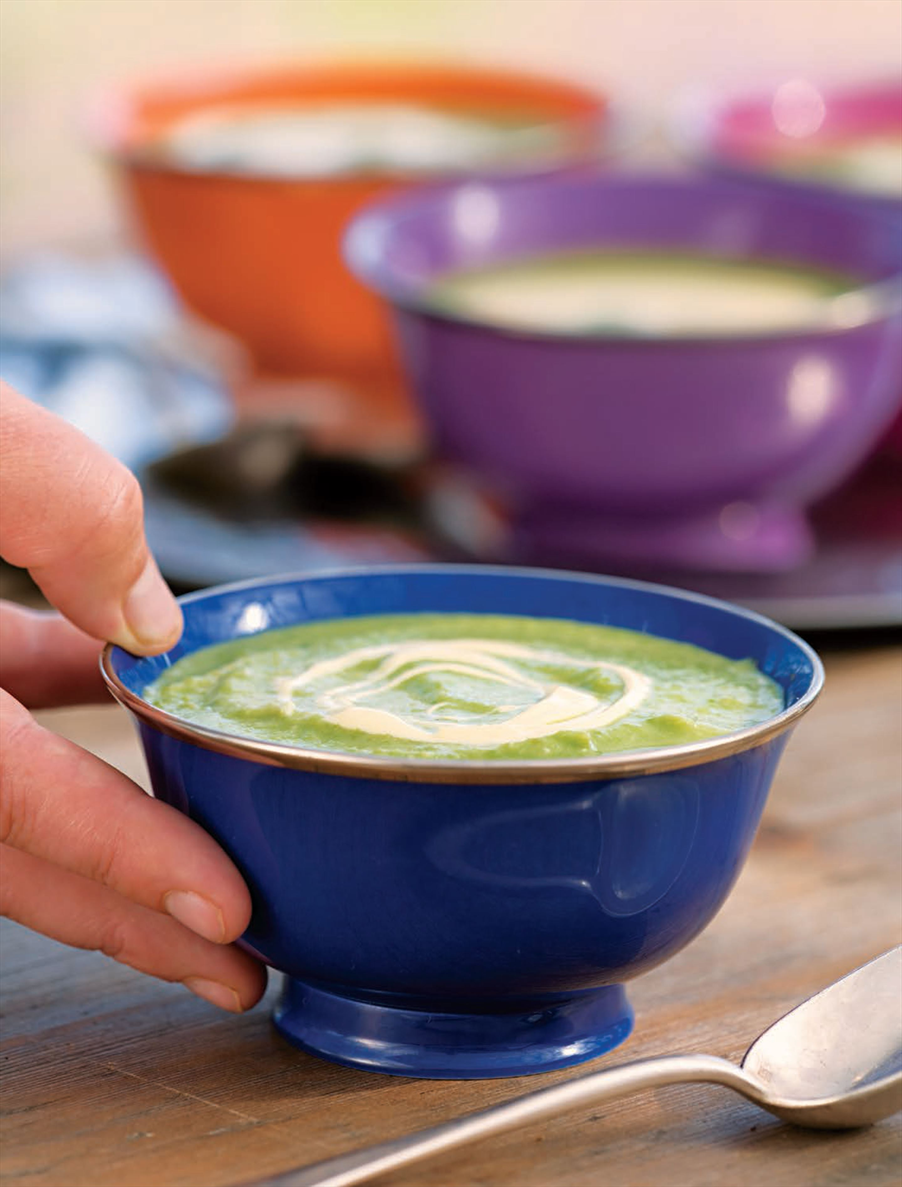 Chilled pea soup with roasted garlic