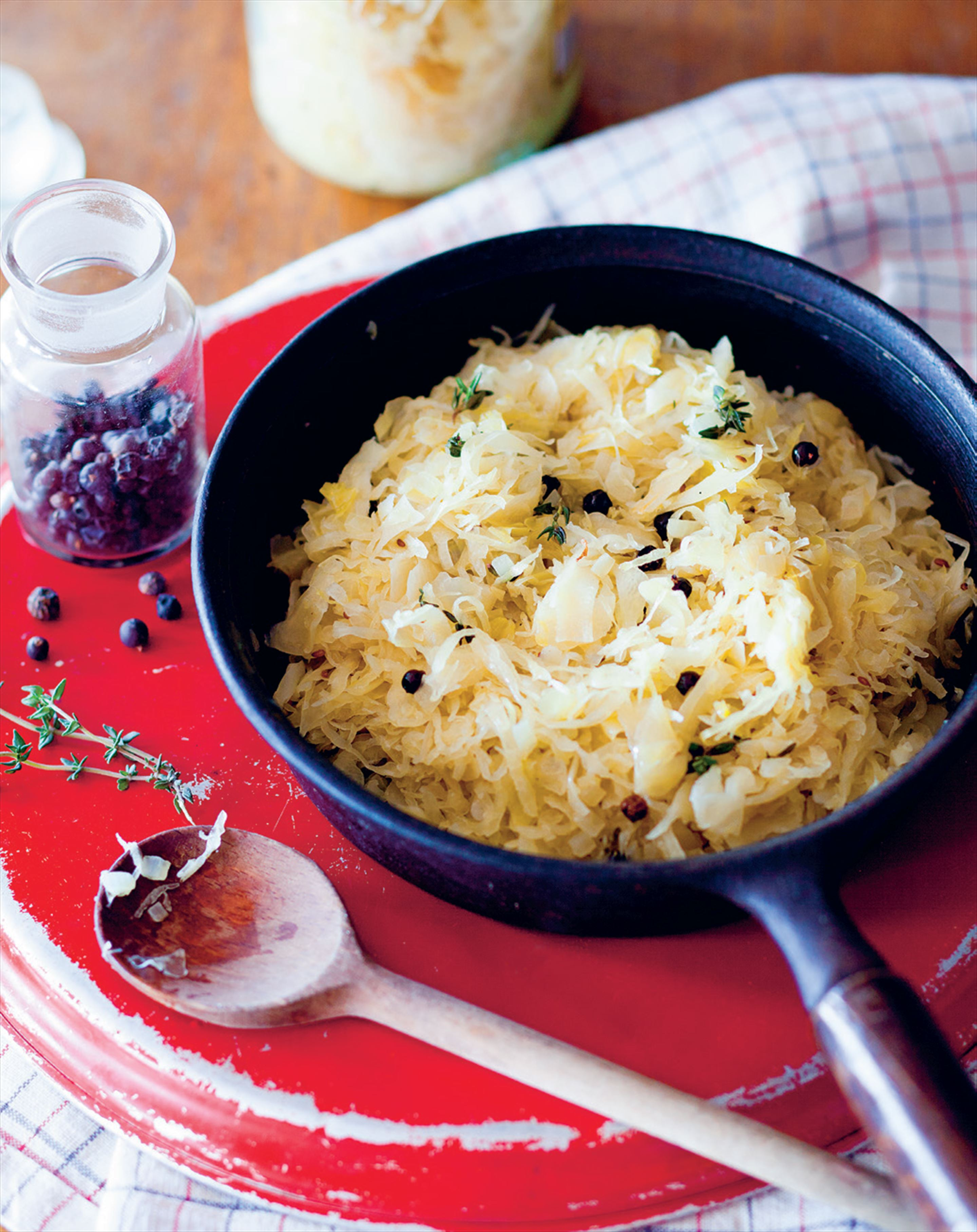 Sauerkraut stewed with juniper