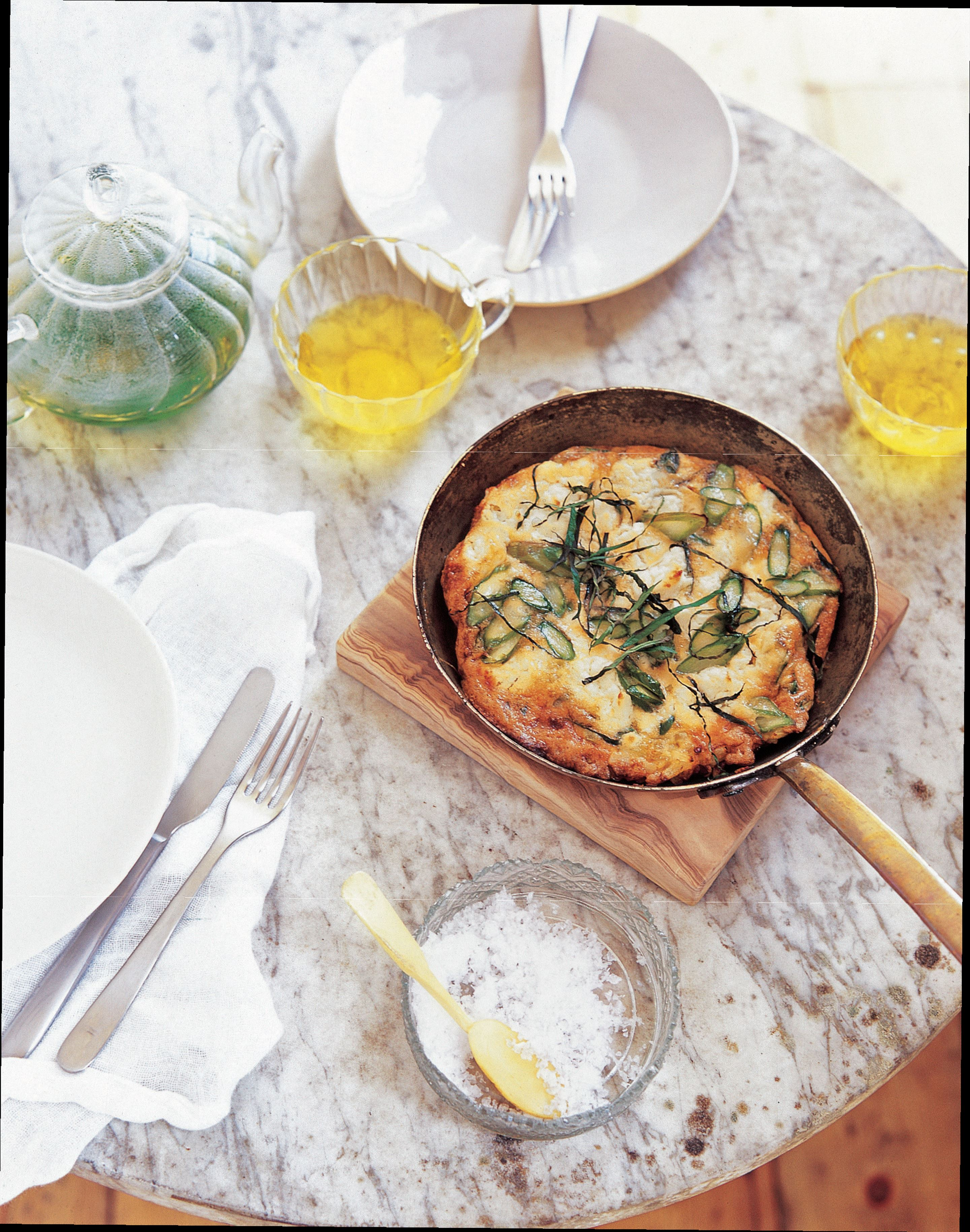 Asparagus and goat's cheese frittata