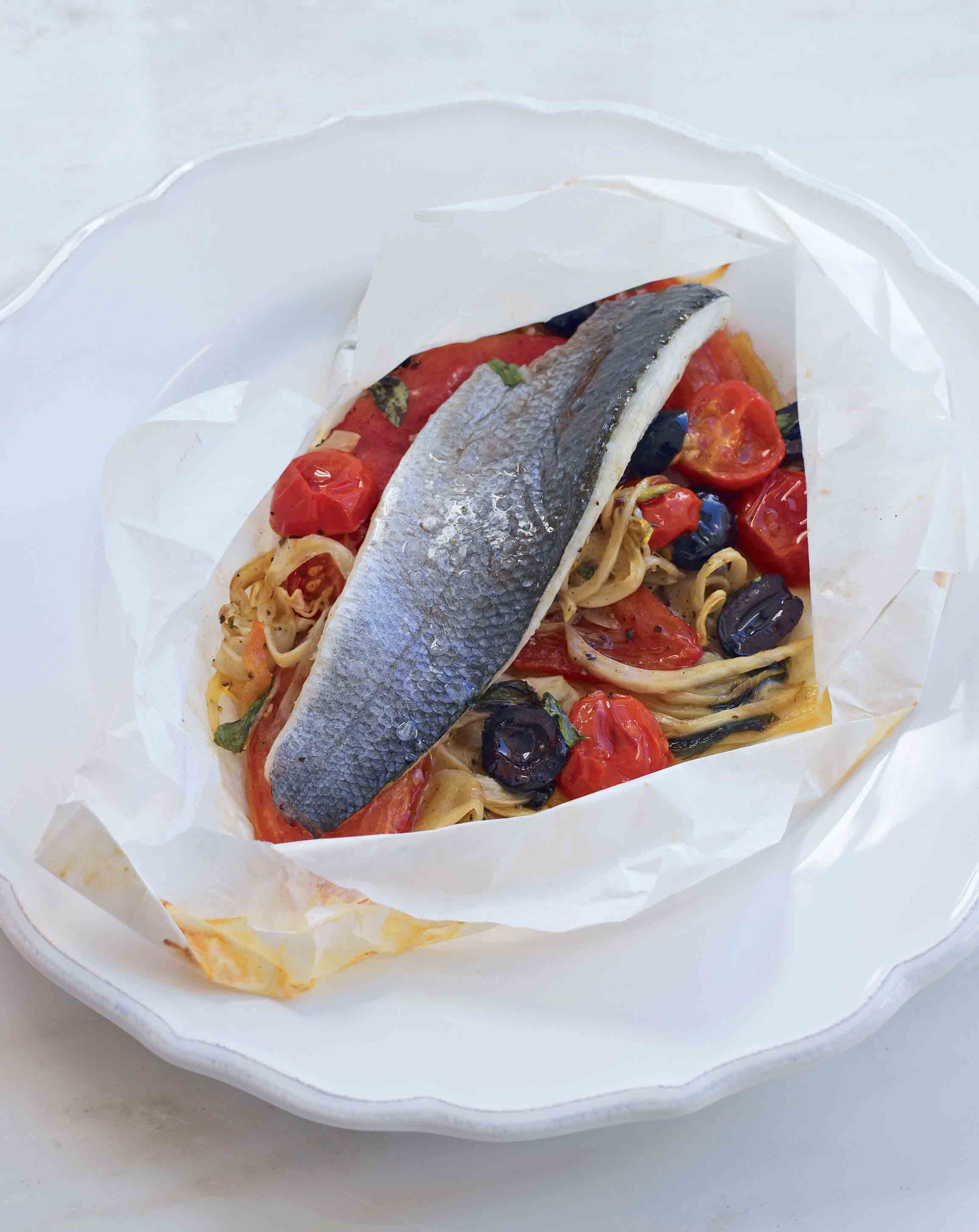 Sea bass en papillote with slow-cooked tomato and fennel