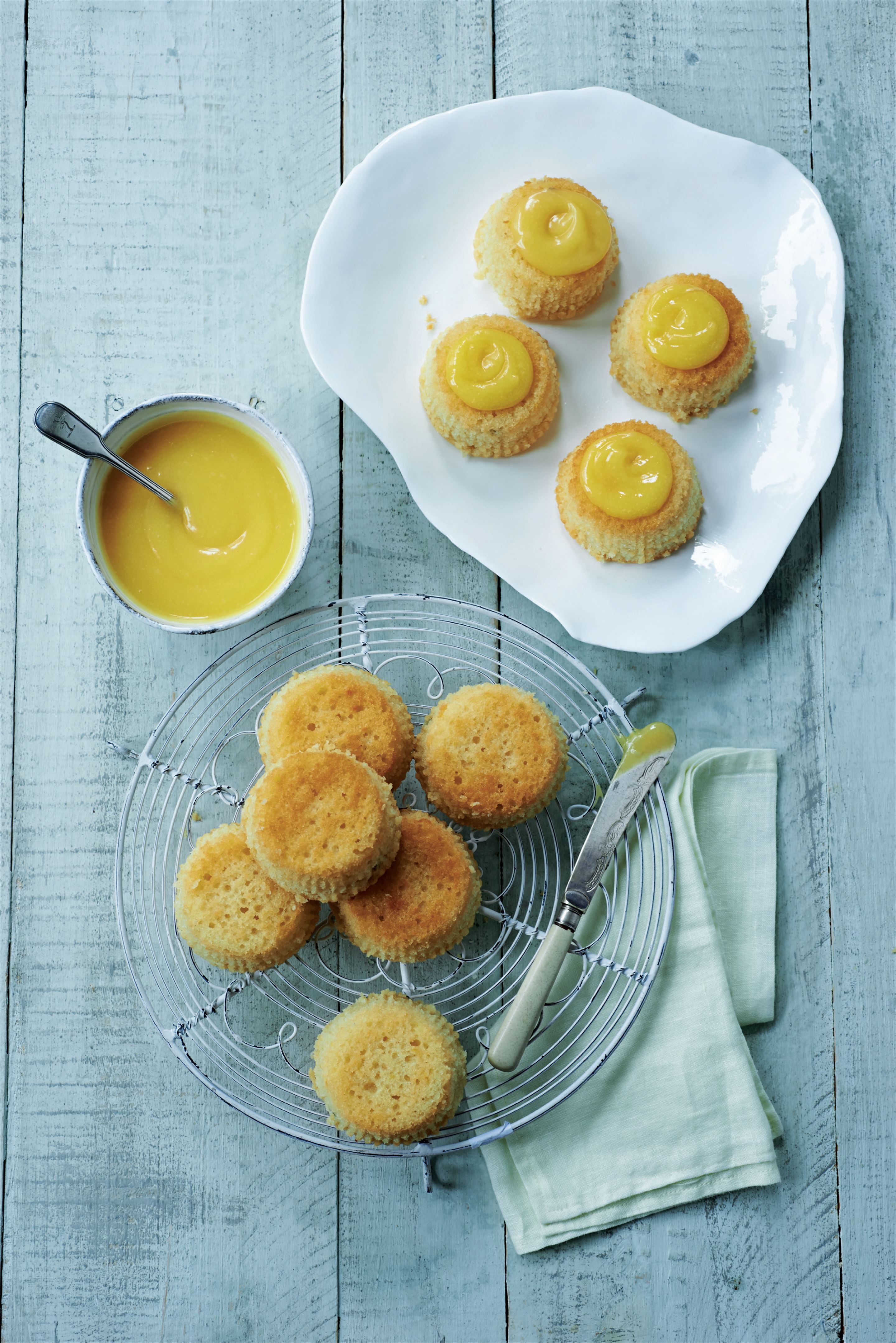 Passion fruit yoghurt cakes