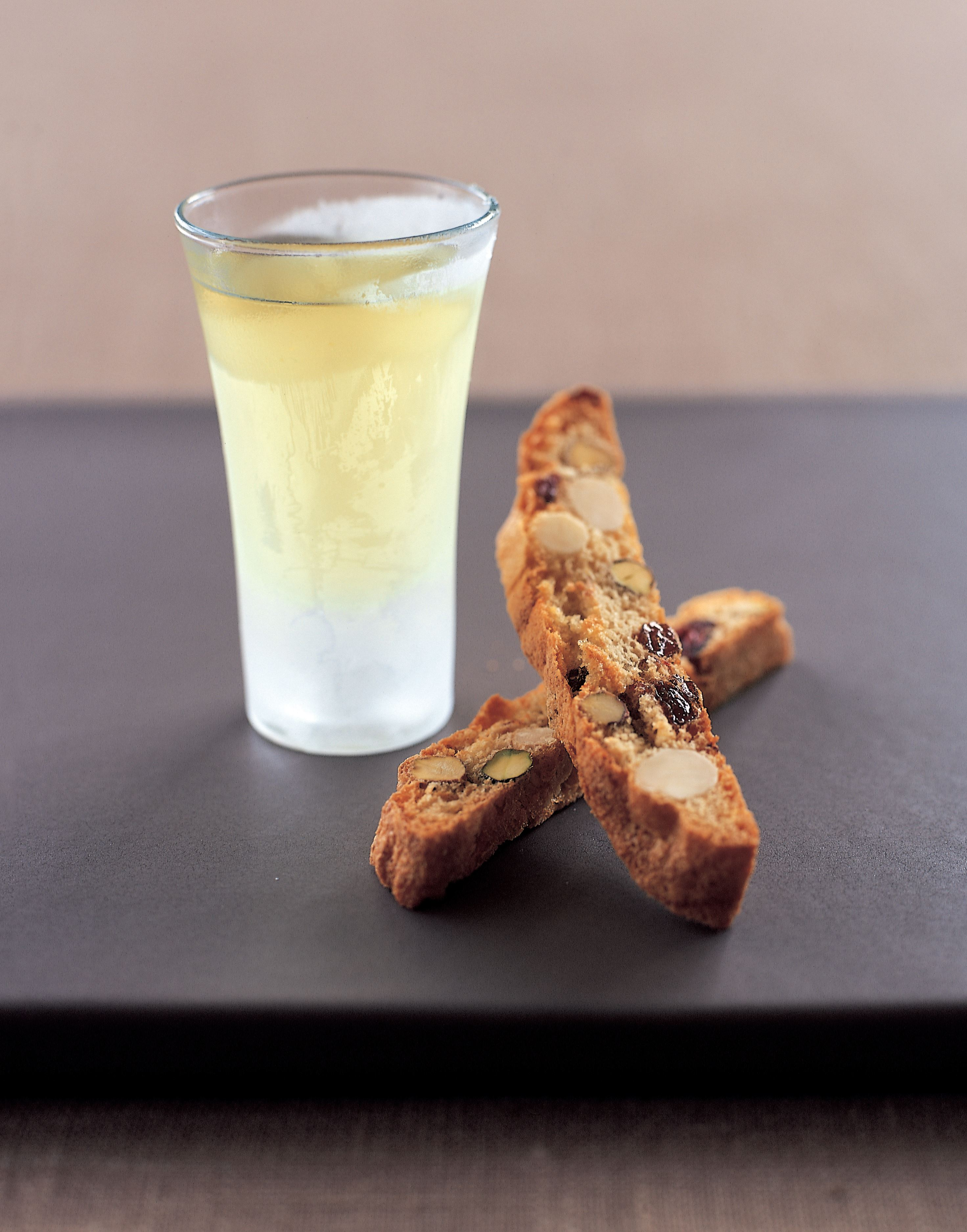 Limoncello with apricot and nut biscotti