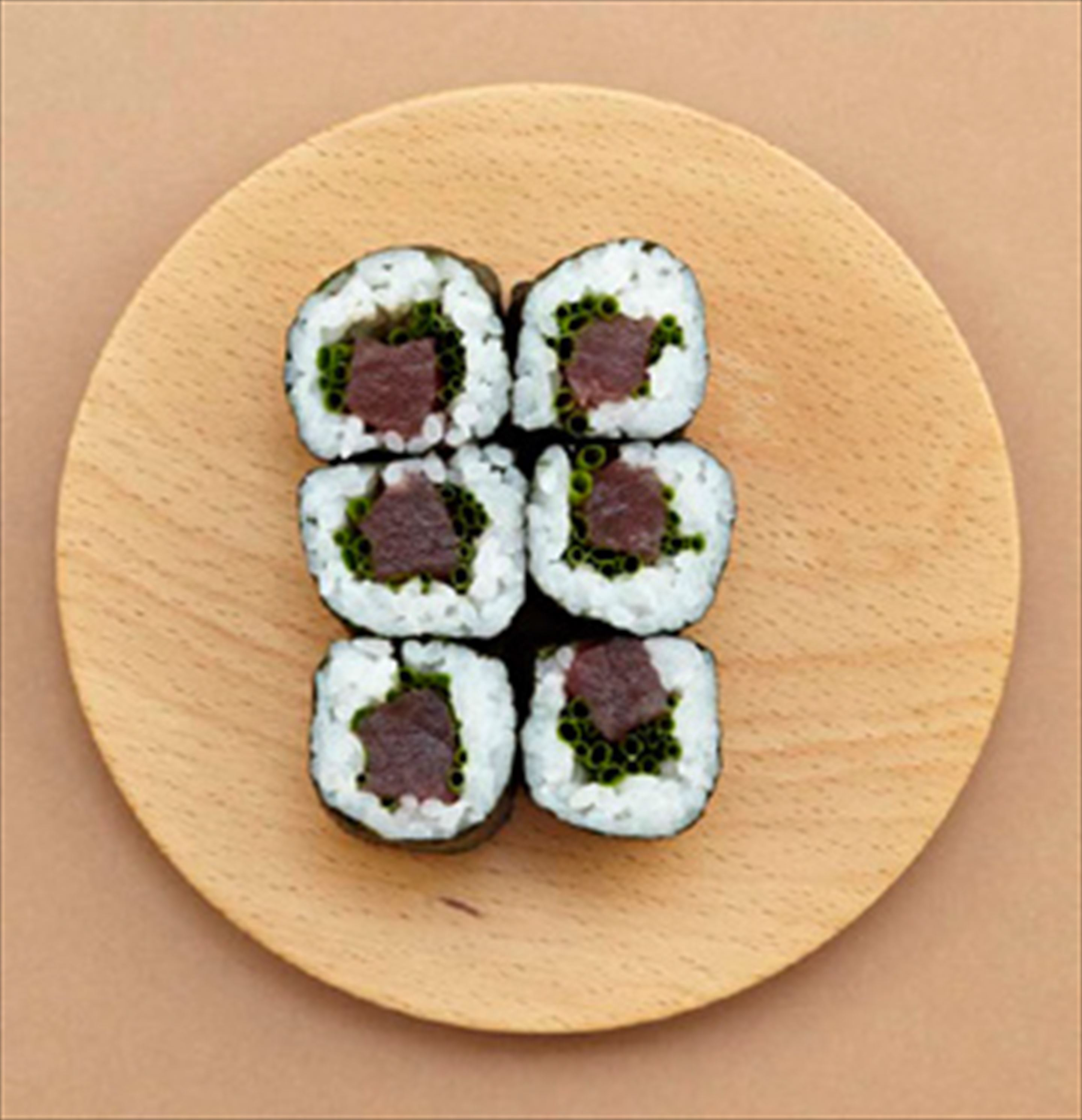Tuna and chive hosomaki rolls
