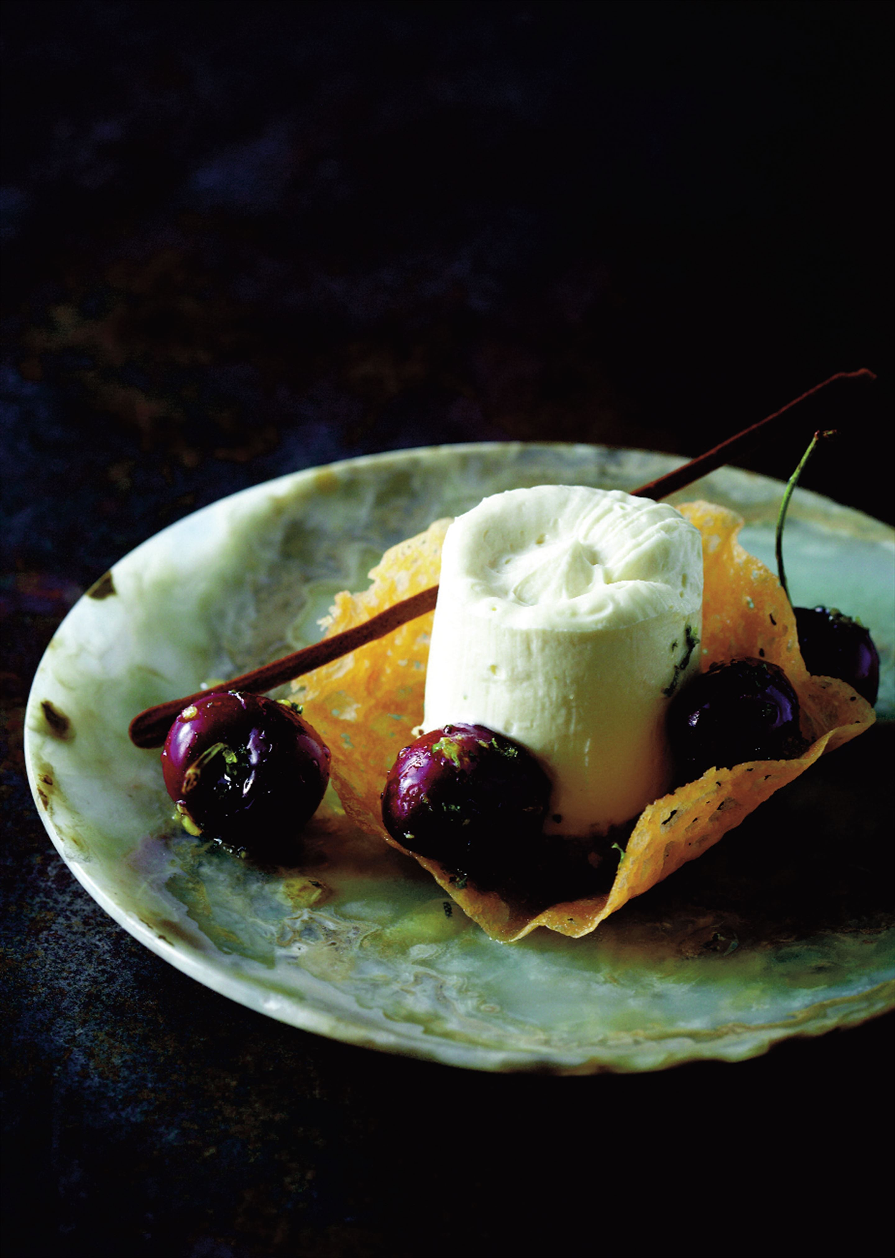 Honey and lime cheesecake with marinated cherries