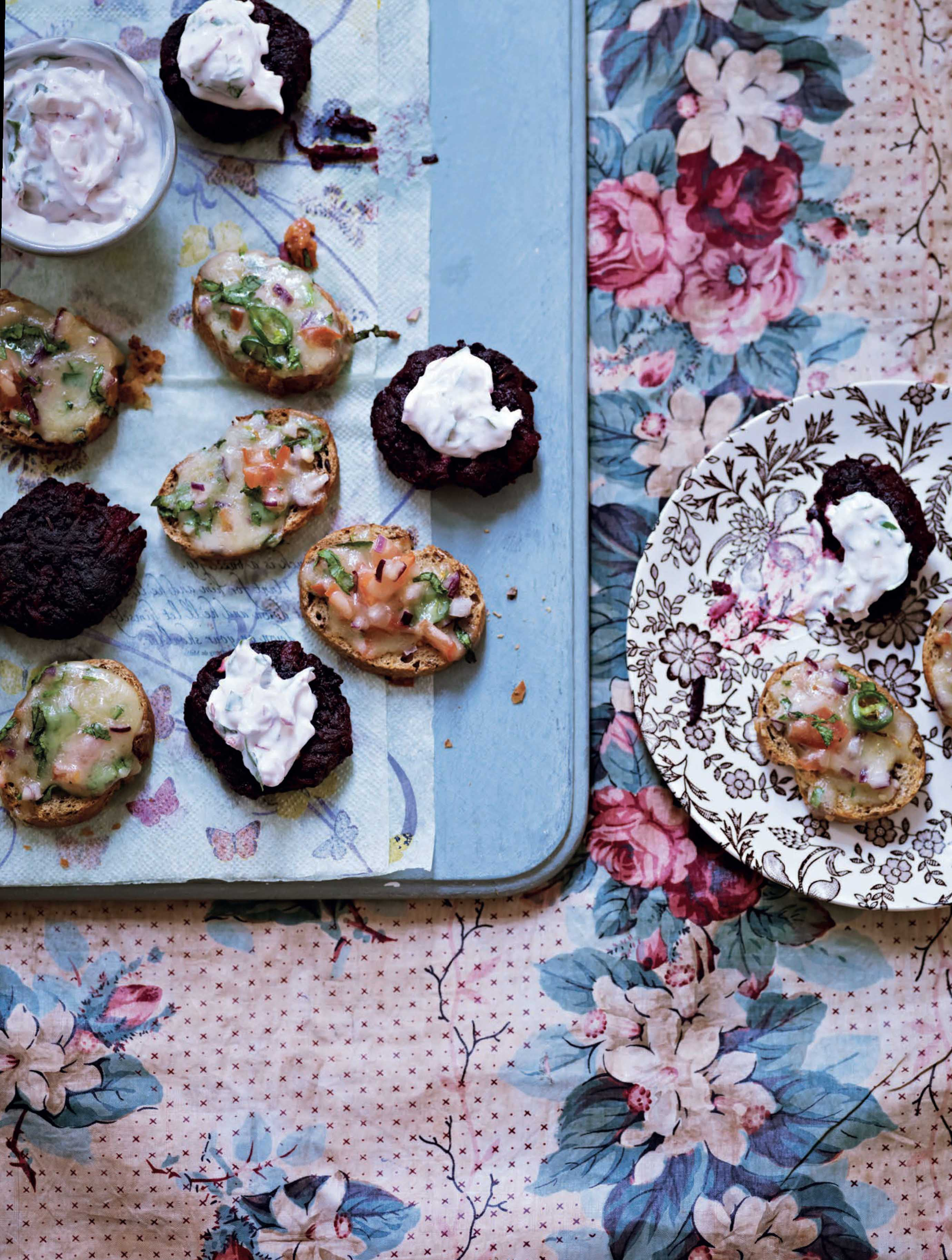 Mini beetroot cakes with radish and yogurt 'chutney'